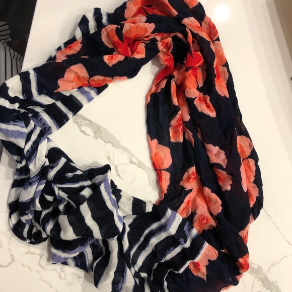 Tommy Bahama Accessories - Tommy Bahamas infinity lightweight scarf